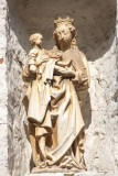 Goezeputstraat 8 - staande Maria met Kind (koningin)