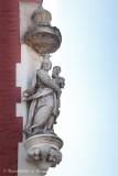 Zuidzandstraat 1 X Sint-Salvatorskerkhof - staande Maria met Kind (koningin)