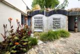 Hundertwasser Loo - Exterior
