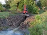 Installation d'un nouveau drain non perforécoté nord-est pour mieux contrôler le niveau d'eau de l'étang.