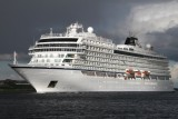 cruise ships / cruise liners
