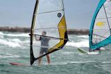 Wind surfs in duo