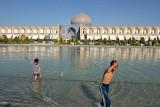 Esfahan, Nasqh-e-Jahan Square, Masjed-e Sheik Lotfollah on the back