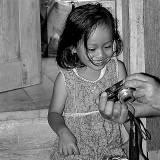 La petite fille et la photo