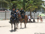 policias playa Isla Verde.