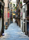 Narrow street by La Boqueria Barcelona 476