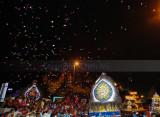 Confettis aloft along the way
