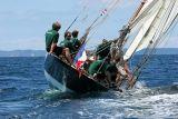 30 uarnenez 2006 - Jeudi 27 juillet - Pen Duick 1er voilier mythique d'Eric Tabarly