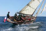 13 ouarnenez 2006 - Jeudi 27 juillet - Pen Duick 1er voilier mythique d'Eric Tabarly