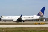 Boeing 737-800 (N76523)