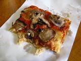 Mushroom and tomato pizza .. 5931