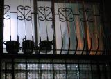 caserolas en la ventana