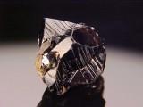 Cassiterite cyclic twin, 16 mm, Horni Slavkov (Schlaggenwald)/Karlovy Vary, Bohemia, Czech Republic.