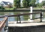 This arm operates the sluice in the upper lock gate.