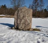 Runstenen  U75 vid Kista gård  (N 59° 24.487', E 17° 56.481' )