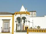 136 Evora Largo das Portas de Moura.JPG