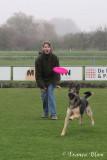Dogfrisbee: Sandra met duitse herder Nora
