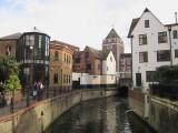 Reminds  me  of  Bruges,I  heard  her  say.