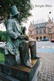 43-H.C. Andersen statue at Radhuspladsen.jpg