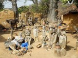 Fétiches du devin et guérisseur Sib Tadjalté (peuple Lobi) à Kerkera, Burkina Faso