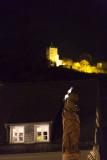 Marienstatue und Burg