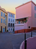 Strolling over   le Suquet district a little before sunset.