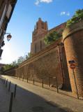 la rue qui monte à la cathédrale
