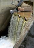 Petite chute du barrage