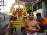 raju bhattar with perumaL.JPG