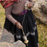 Mamita file la laine. Région de Sucre