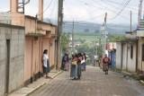 Escena Matutina en las Calles del Poblado