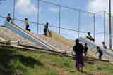Niños Juegan en el Area Deportiva del Poblado