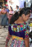 Trajes Coloridos usan las Mujeres del Lugar