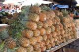Venta de Piñas en el Mercado Local