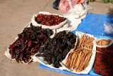 Especias a la Venta en el Mercado Local