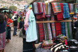Venta de Trajes Tipicos en el Mercado Local