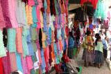 Venta de Güipiles de la Region en el Mercado