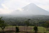 Campo de Futbol y al Fondo el Volcan de Agua