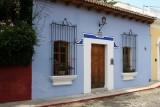 Casa Particular con los Colores Tipicos de la Ciudad