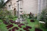 Jardines a un Costado de la Iglesia