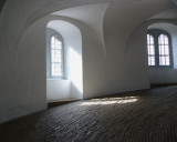 The Curvy Lines of the Round Tower