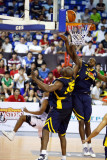 A great play under the basket by Guga (4111)