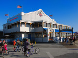 Santa Monica pier Entrance & Bubba Gump shrimp Restaurant