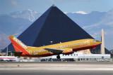 SOUTHWEST BOEING 737 300 LAS RF 892 21.jpg