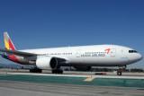 ASIANA BOEING 777 200 LAX RF IMG_3365.jpg