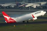 QANTAS BOEING 737 800 SYD RF IMG_1646.jpg