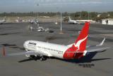 QANTAS BOEING 737 800 PER RF IMG_5824.jpg