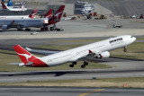 QANTAS AIRBUS A330 300 PER RF IMG_5833.jpg