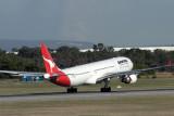 QANTAS AIRBUS A330 300 PER RF IMG_5873.jpg