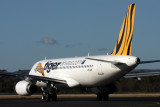 TIGER AIRWAYS AIRBUS A320 HBA RF IMG_0045.jpg
